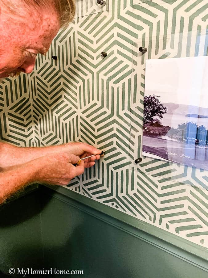 Looking for a way to jazz up your wall art? Check out how to make these DIY acrylic frames!