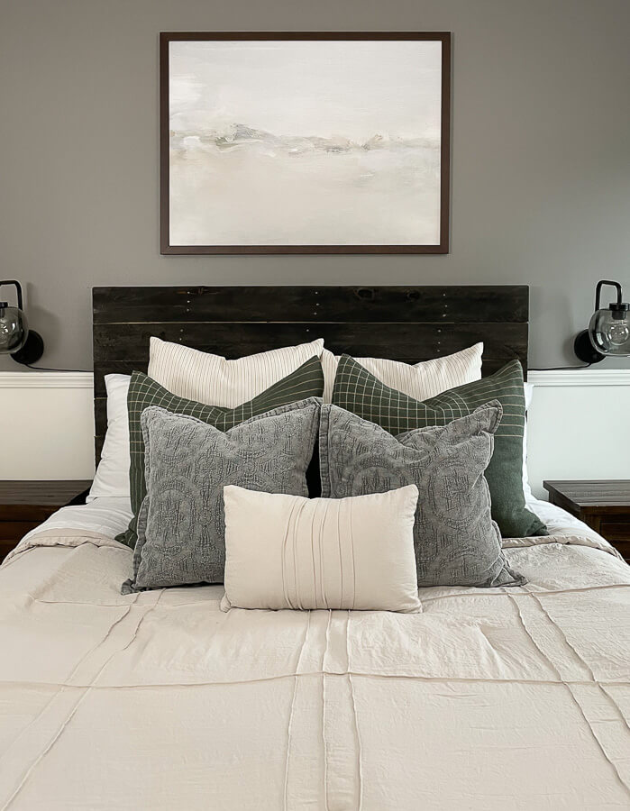 Wondering the best queen bed pillow arrangement? Learn how to arrange throw pillows on a bed with these helpful layering techniques. Read more here.