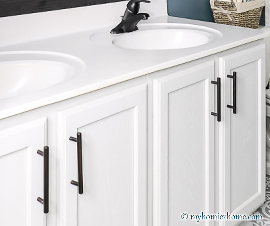 Bathroom vanity with cabinet pulls