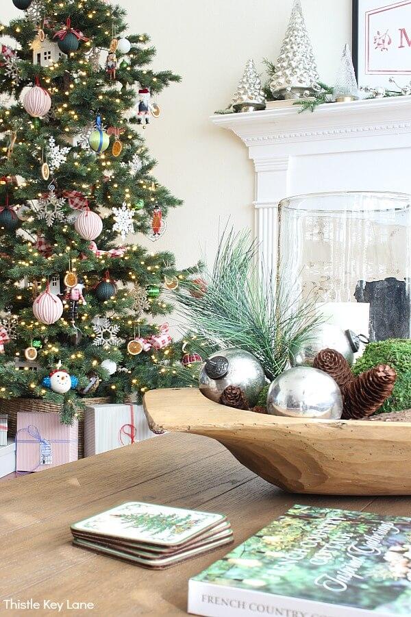 Thisle Key Lane - Christmas Color Schemes Traditional